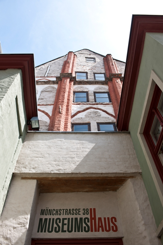Detail of the front view Museumshaus Mönchstraße 38